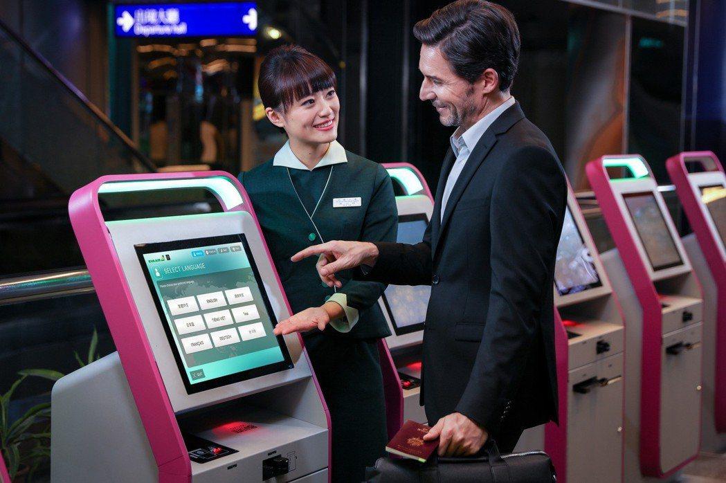 長榮航空將招募約200名地勤人員,適用期為三個月,試用期間薪資為3.3萬元至3....