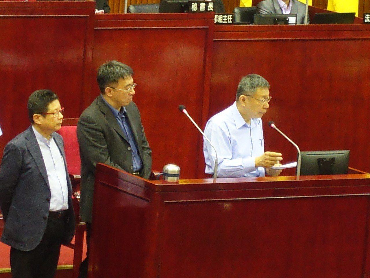 國民黨市議員羅智強追問,是看不起中華民國4個字,還是看不起柯文哲3個字?柯文哲則...