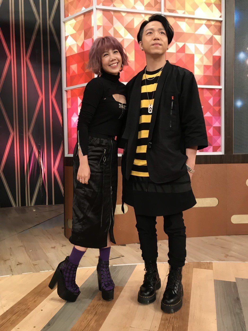 楊晨熙(左)和大飛已是未婚夫妻,兩人預計年底前登記結婚。記者葉君遠/攝影