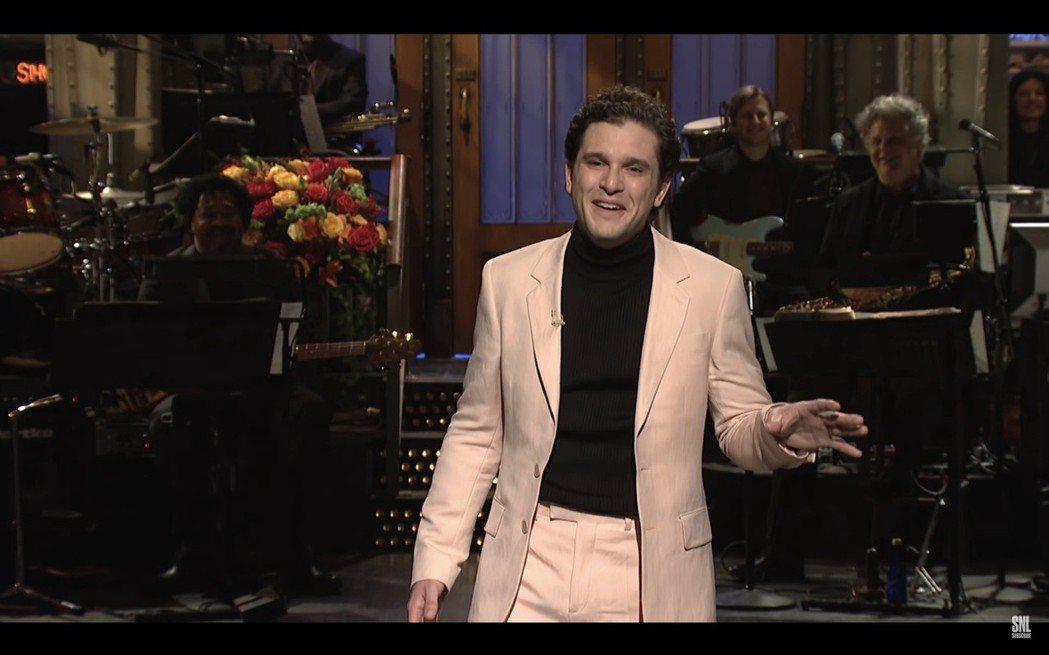 基特哈林頓客串「周六夜現場」以白淨的造型出現,歐美觀眾卻難以接受。圖/翻攝自Yo...