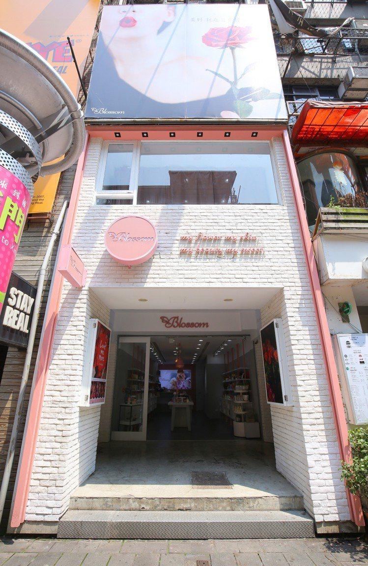 全新美妝選物店「Blossom繁花」引進泰國4U2彩妝、泰國傳統哲學香氛品牌MA...