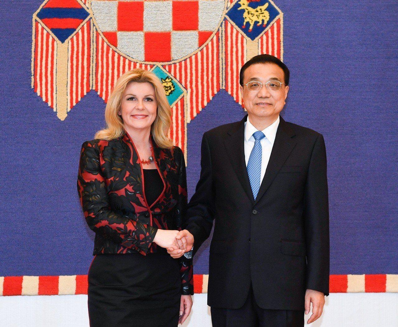 大陸總理李克強會見克羅埃西亞總統基塔羅維奇。(新華社)