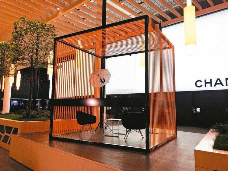 展場設有可以訪問錄影的攝影棚,希望舉數位化時代接軌。 記者孫曼/攝影