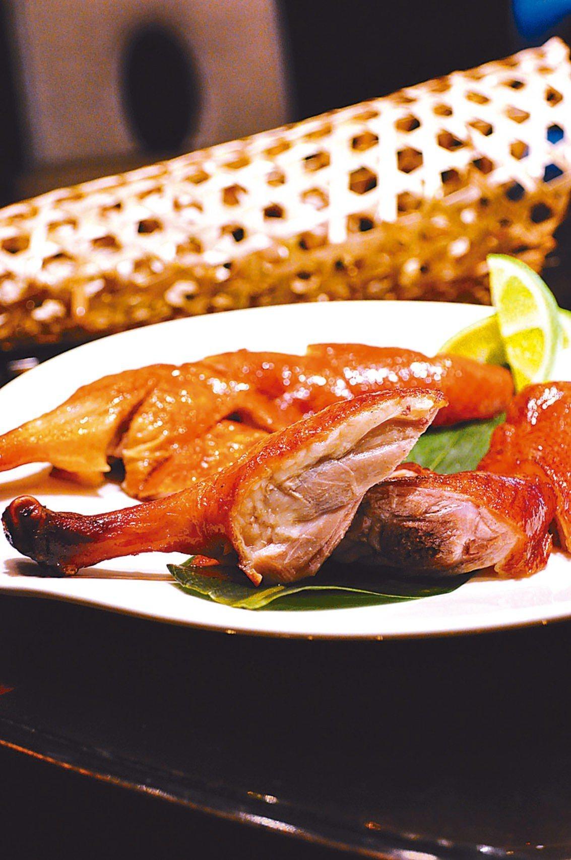 脆皮先知鴨為頤宮中餐廳招牌菜色。 圖/台北君品酒店提供
