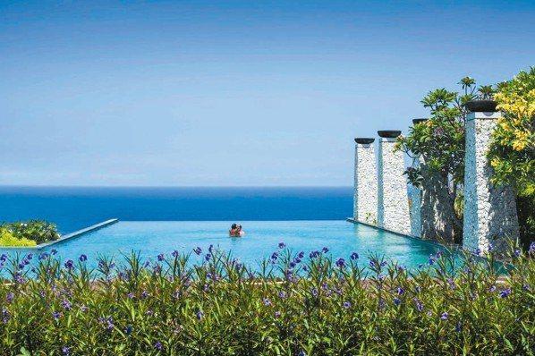 烏干沙悅榕庄有無邊際泳池與無敵海景。 圖/悅榕集團
