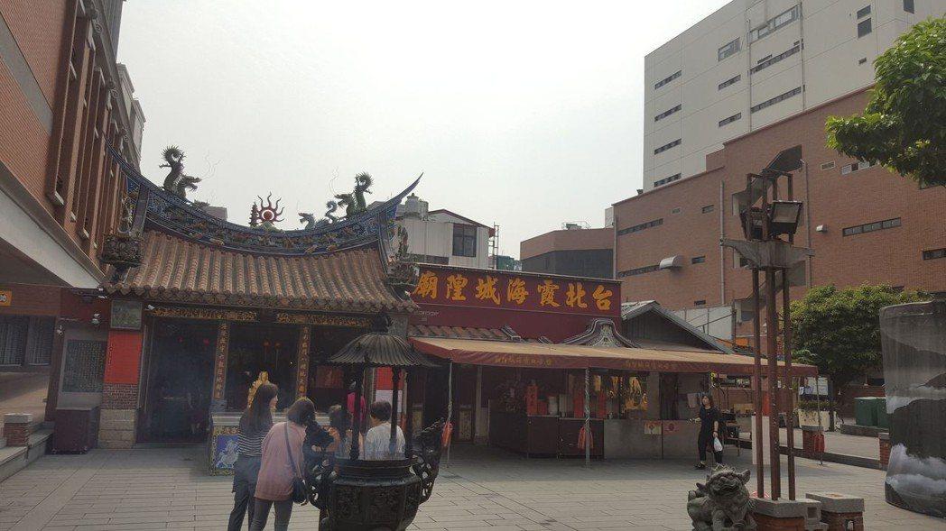 有144年歷史著名的霞海城隍廟 劉立諭/攝影