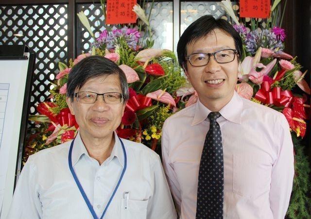中華民國鋼結構協會王炤烈理事長(左)、彭朋畿秘書長合影。 鋼結構協會/提供
