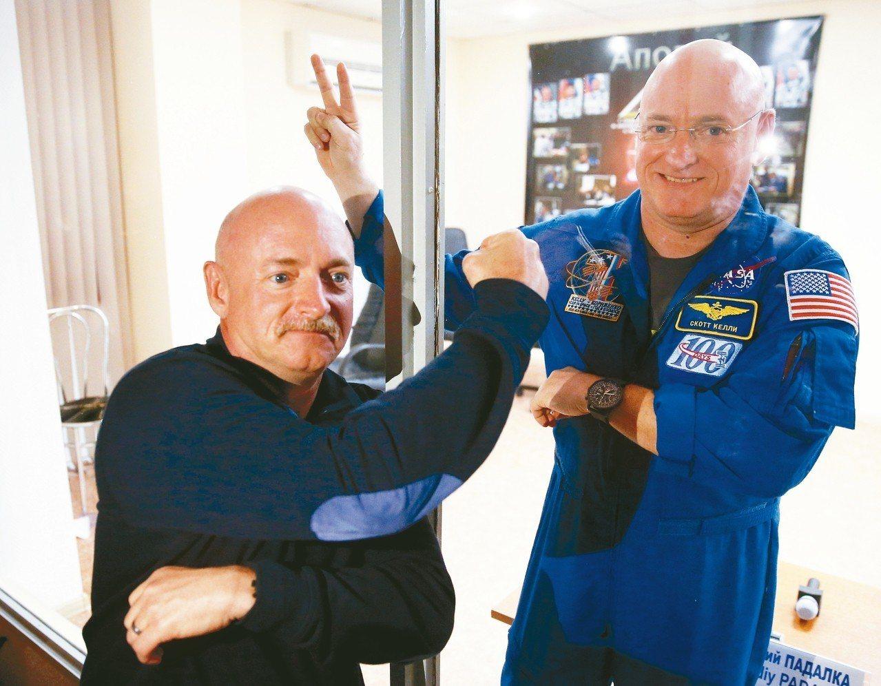 美國太空人史考特.凱利(右)在國際太空站待了340天後返回地球,科學家比較他與雙...