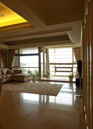 居家材質的選用上,盡量避免用到會反光、炫光的材質,也要避免在視線範圍內出現過亮的...