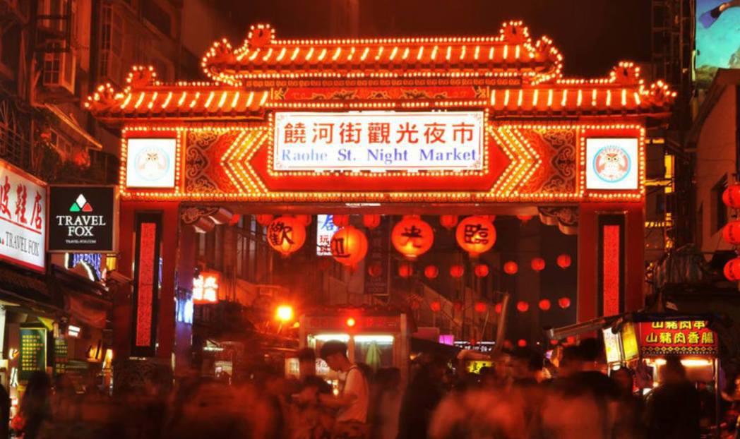 喬瑟夫高登李維在臉書曝光饒河街夜市照片。圖/擷自臉書