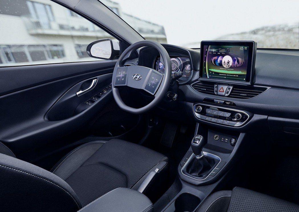 Hyundai近期展示了一款全新座艙科技,配置觸控式方向盤與3D顯示的數位儀表。...