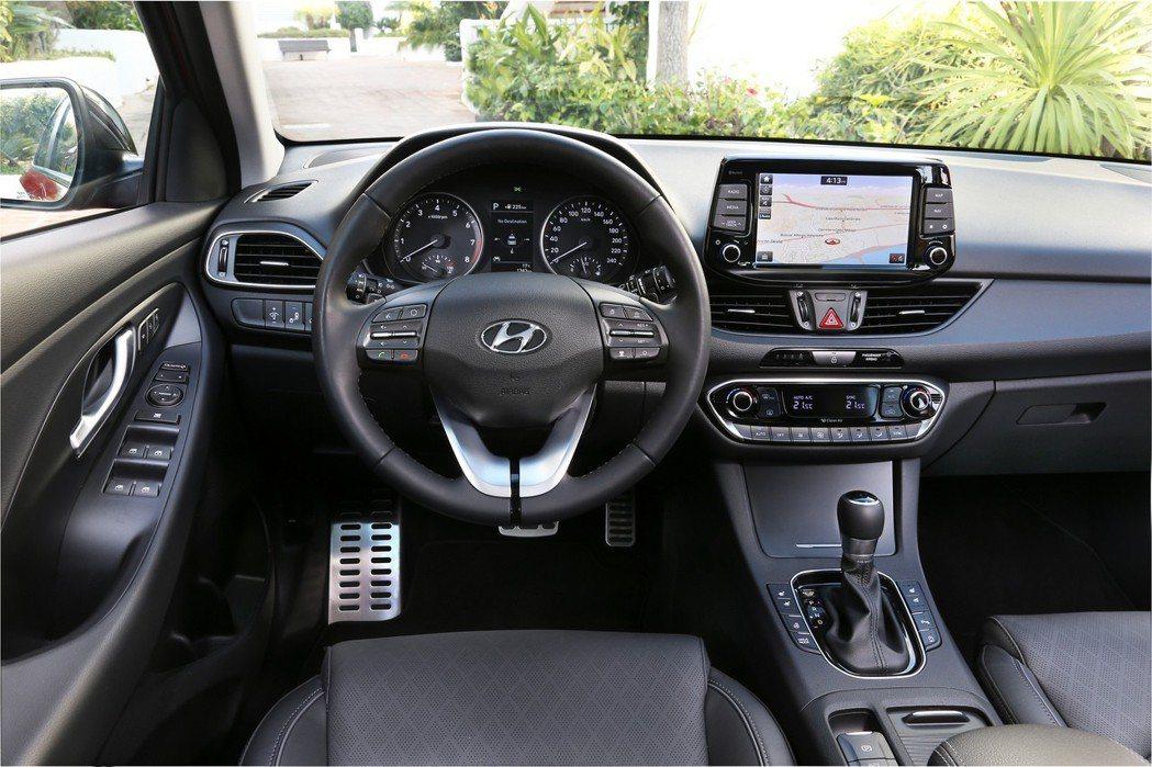 現行第三代Hyundai i30 內裝。 摘自Hyundai