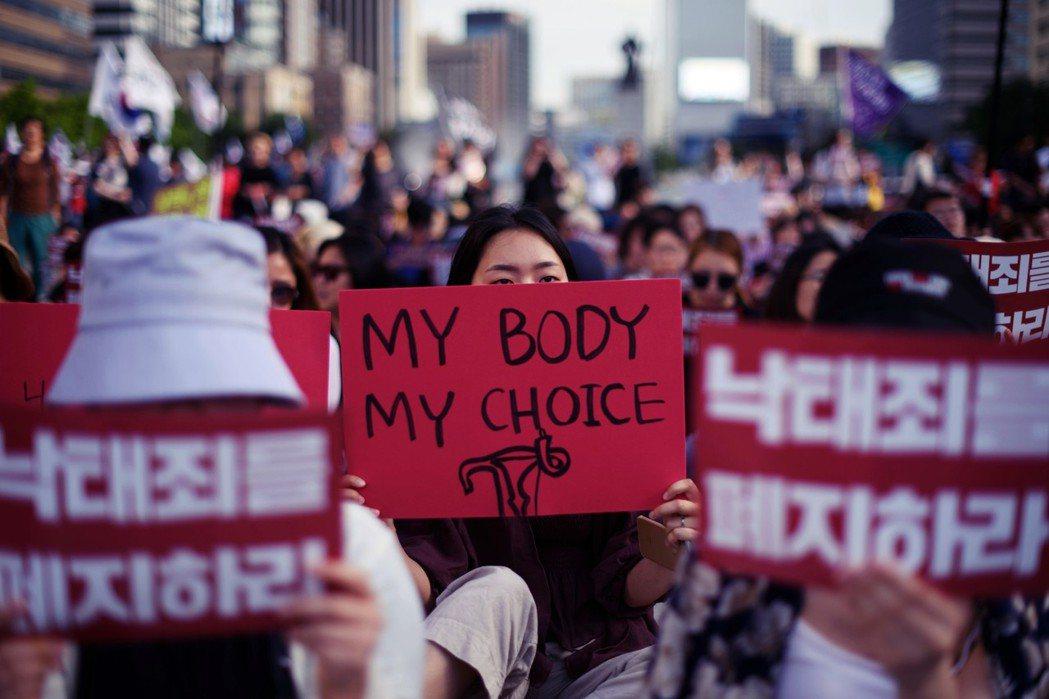 「我的身體我做主。」贊成除罪者則認為,許多女性是在非自願(包括誘騙、性侵或缺乏資...
