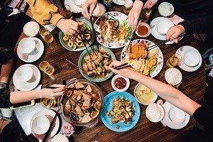 熱炒店菜色豐富多樣,無論山產或海產、日式或台式,一應俱全 (攝影/鄭弘敬)