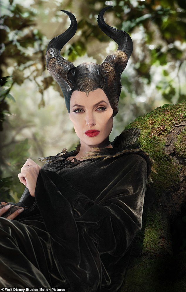 安琪莉娜裘莉仍是「黑魔女2」靈魂人物,面臨新的爭鬥。圖/摘自imdb