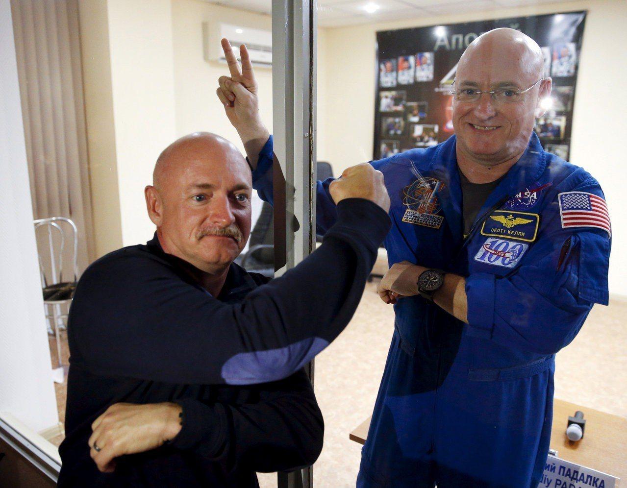 美國太空總署太空人史考特凱利(右)在國際太空站待了340天返回地球後,科學家比較...