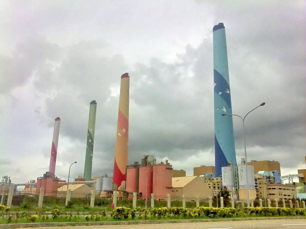 台中火力發電廠在短短3個月內被「抓包」3次處理空汙的流廢水硝酸鹽濃度超標,依法屬...