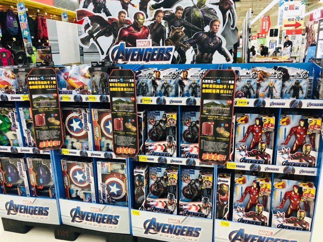 家樂福觀察發現,在電影聯名商品的市場商機,其中特別是玩具商品主導最為明顯,因屬於...