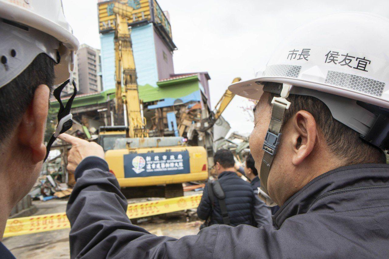 新北市长侯友宜今前往位于板桥区的「杰妮精品旅馆」,执行强制拆除违建的汽车旅馆。记者王敏旭/摄影