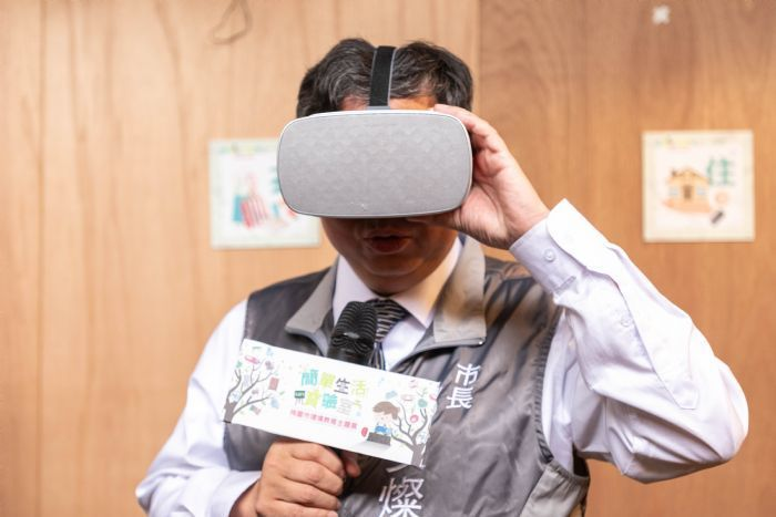 展場還可以透過AR、VR等智慧科技,讓民眾體驗生活中的環境教育。圖/桃園市政府新...
