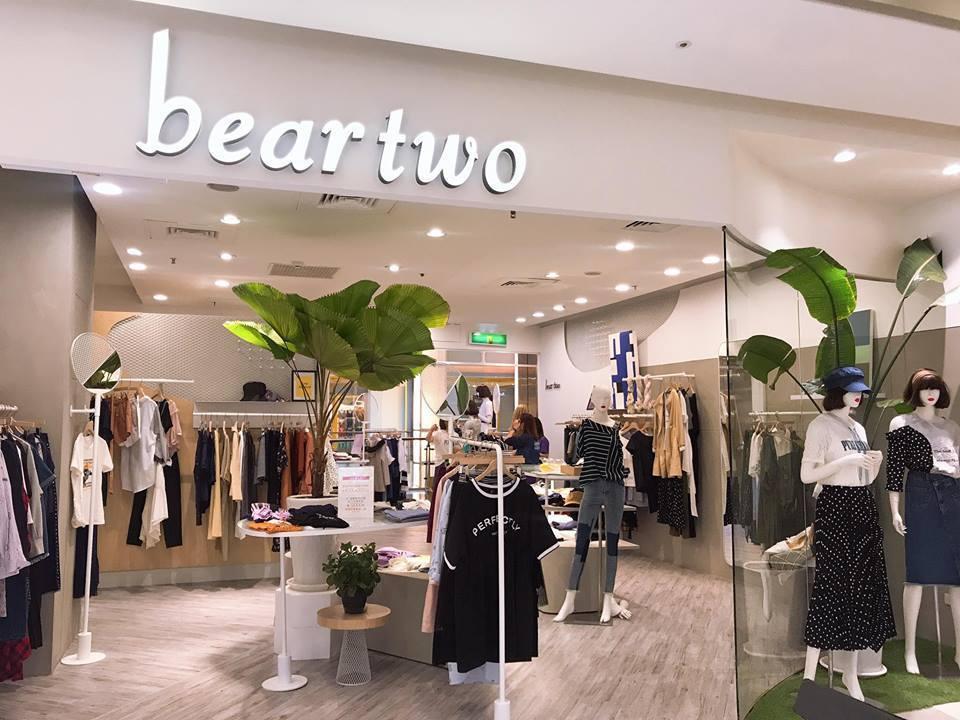 中壢大江購物中心的女裝店面多是20至25坪的店中店或雙店面,提供寬敞舒適的購物空...