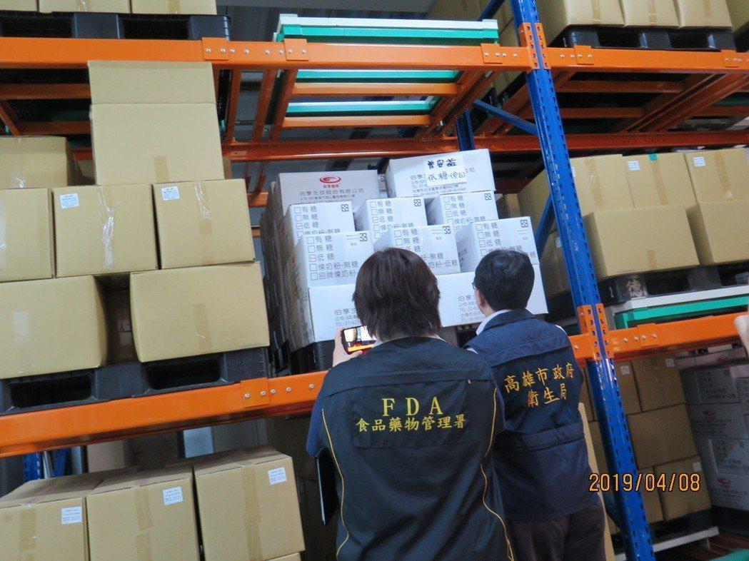 高雄市衛生局到伯享生技公司咖啡專用倉庫稽查。圖/高雄市衛生局提供