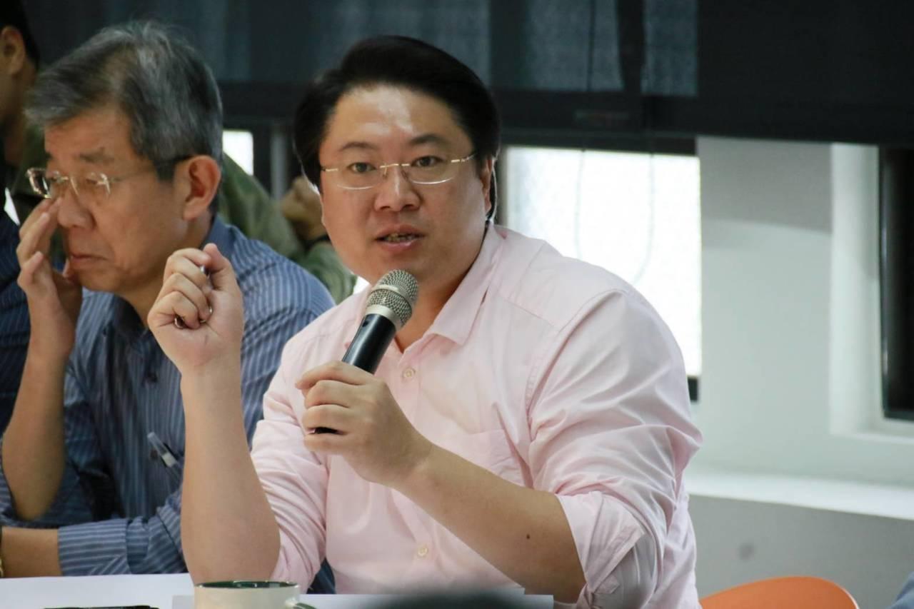 基隆市政府今天下午發布新聞稿,公布電視媒體最新就職百日民調顯示,林右昌在施政表現...