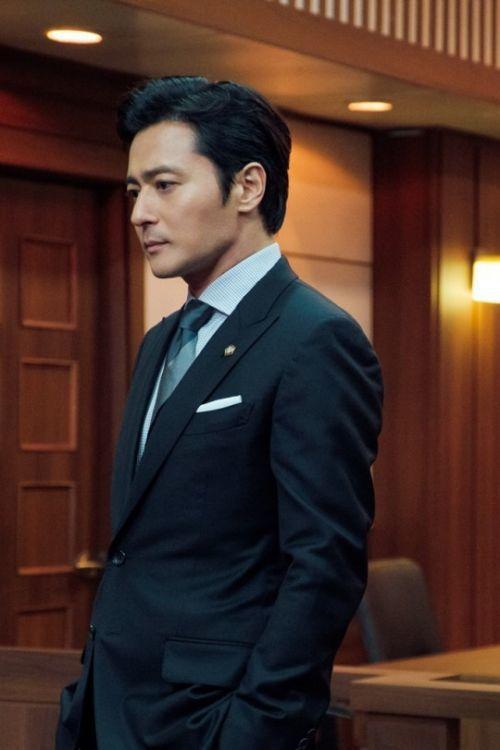 張東健穿西裝好帥氣。圖/摘自網路
