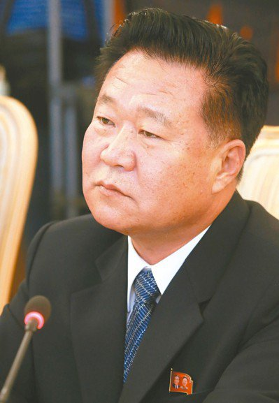 崔龍海升任北韓名義上的國家元首,確認二把手的地位。 (路透)