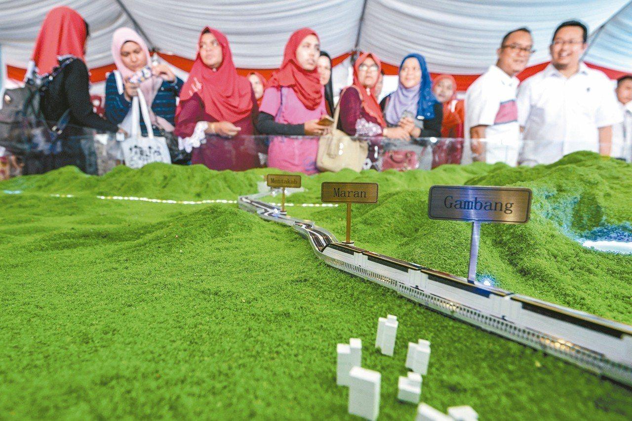 馬來西亞東海岸鐵路模型兩年前在彭亨州首府關丹展出,頗受矚目。 (美聯社)