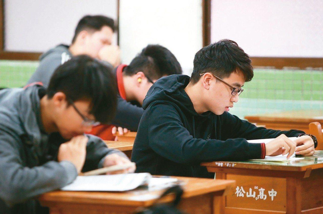 今年大學學測社會科出現大量跨科考題,歷史、地理、公民全「混」在一起。 圖/聯合報...