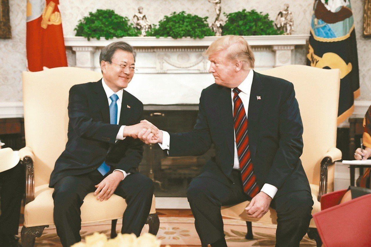 川普(右)再度和文在寅會談,討論北韓問題。 (美聯社)
