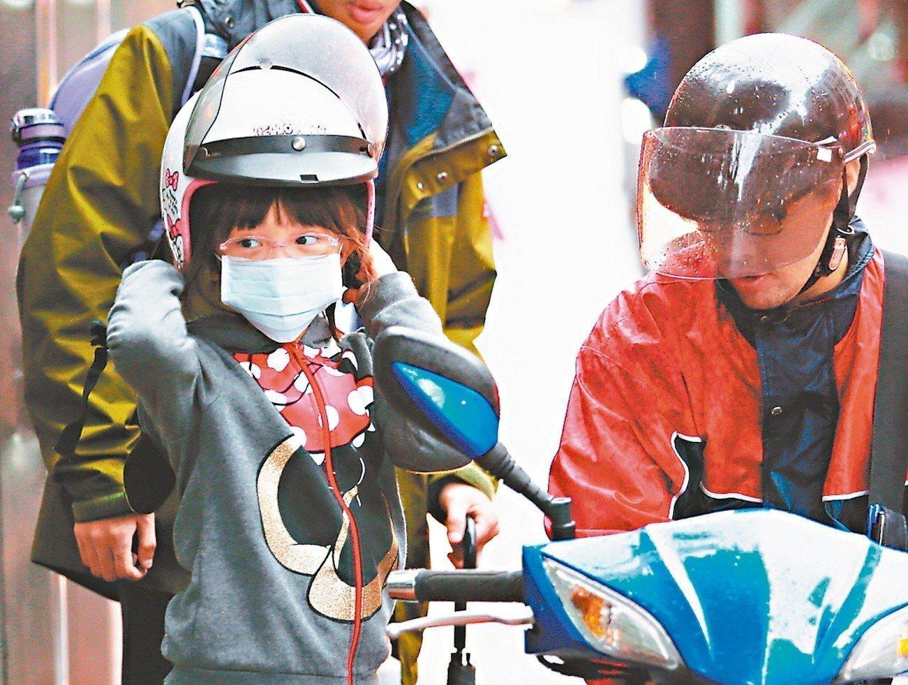 國外研究指出,全球每年有四百萬個孩童因交通空汙引發氣喘,情況最嚴重的國家、地區排...