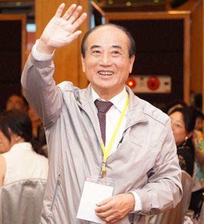 立法院前院長王金平昨天強調會繼續走完初選,對通過初選有自信,被藍支持者與韓粉視為...