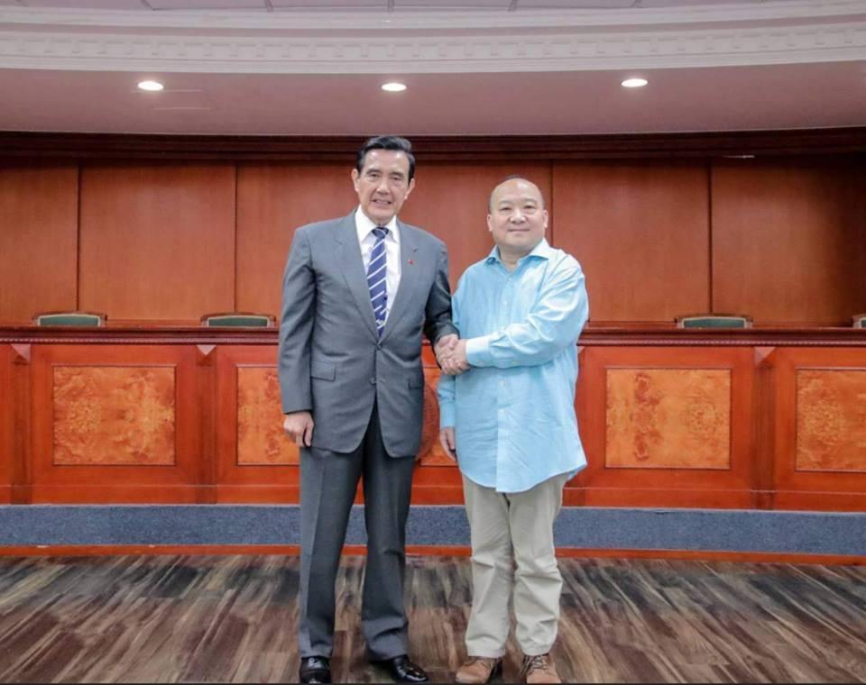王浩宇在臉書公布前總統馬英九與主張武統的中國大陸旅美學者李毅合照。 圖/擷自王浩...
