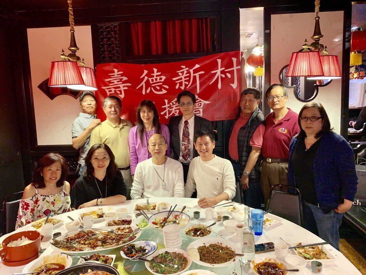 美西時間4月12日晚間,高雄市長韓國瑜與昔日「壽德新村」的老朋友、老鄰居在洛杉磯...