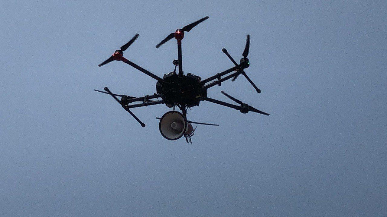 民用航空法「遙控無人機專章」將正式納管無人機;不過今天確定上路時程將延後到明年第...