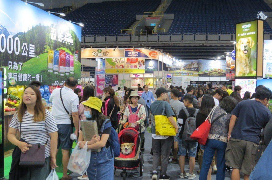 由展昭公司於4月12~15日在高雄巨蛋舉辦高雄寵物用品展,開展首日就吸引大批人潮...