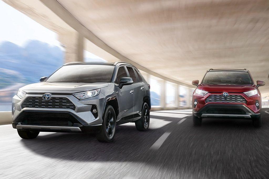 推斷因為美規Toyota RAV4先交付2.5L汽油車型,Hybrid則在今年3...