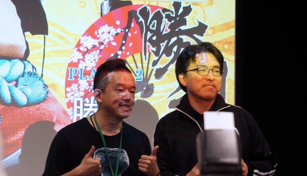 現場活動還邀請到著名電競選手,曾獲得《格鬥天王14》比賽冠軍的ET(左),來與製...