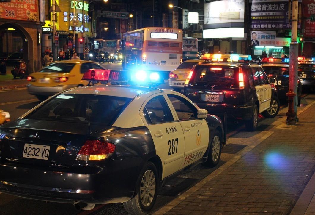 有網友遇到警車鳴笛並廣播要求停車。示意圖。報系資料照