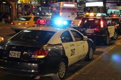 半夜領20萬ATM狂叫 網友轉身驚見三台警車嚇傻