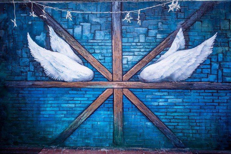 圖/婚紗拍照牆面「天使之翼」。擷取自粉絲團。