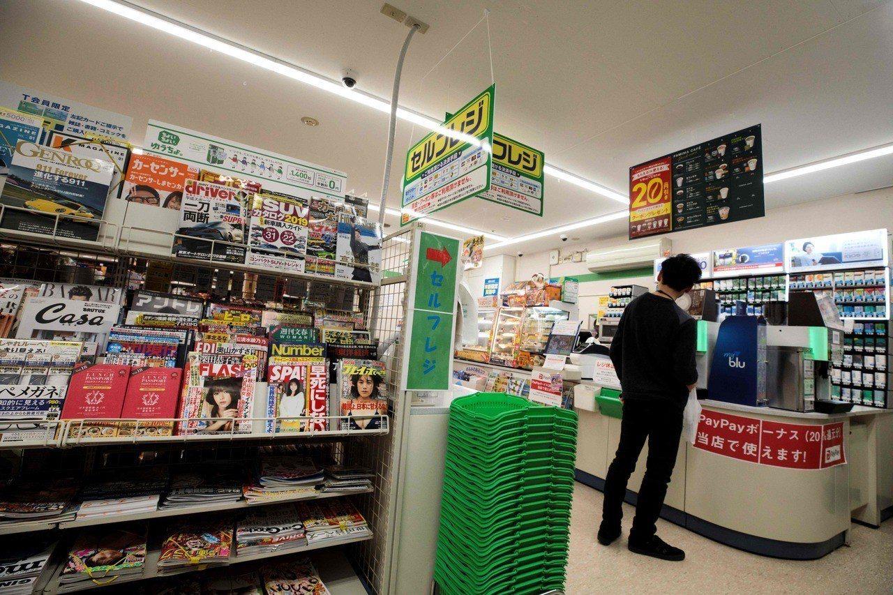 不少人到日本旅遊時,便利店是必到之處,除了喜歡入內購買食物、還可以坐下來歇一歇。...