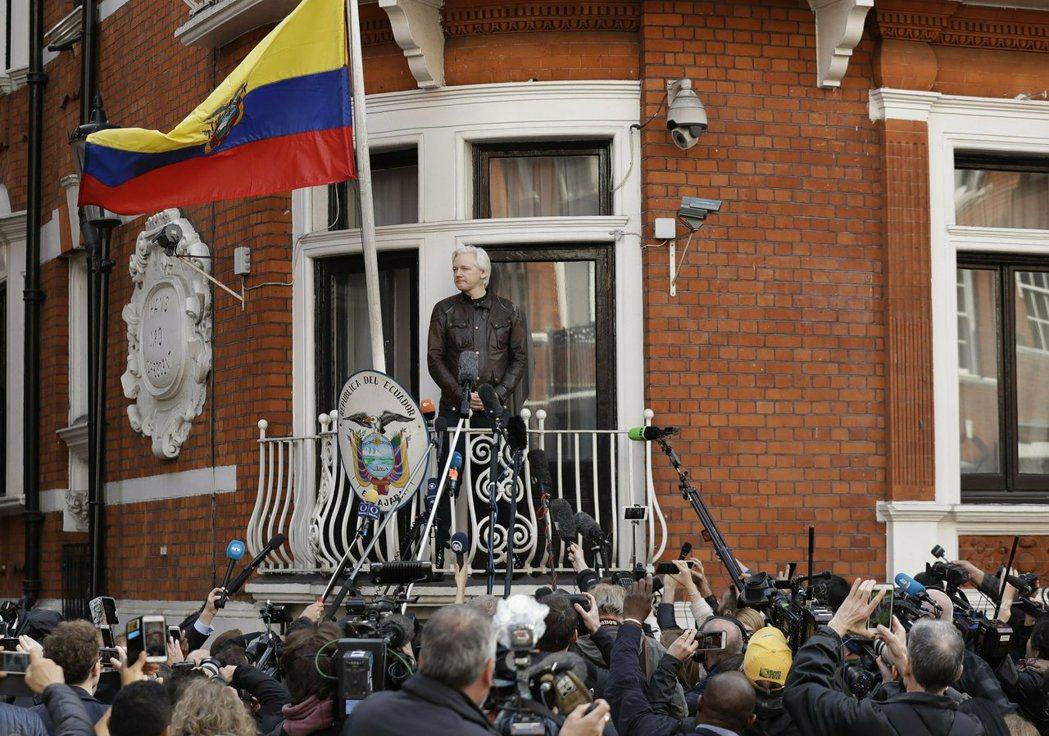亞桑傑藏匿在厄瓜多駐英國大使館近7年,11日在倫敦被逮捕,預料將被引渡至美國審判...
