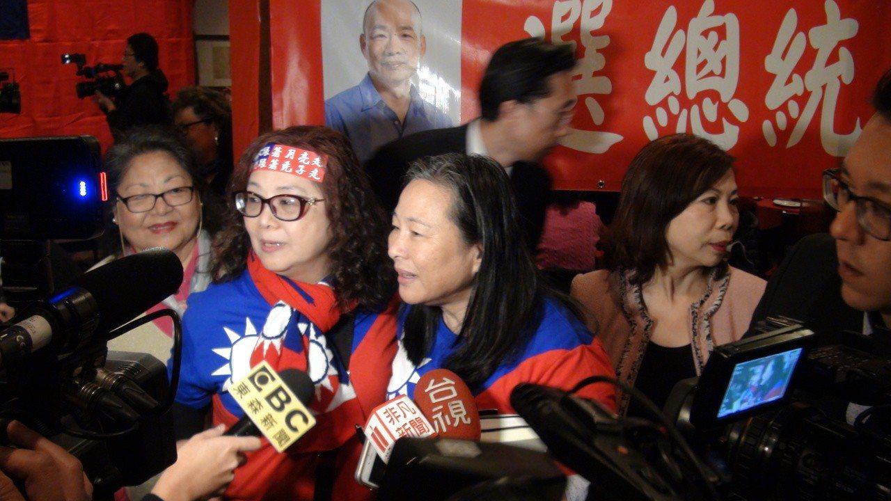熱情的僑民韓粉著國旗裝出席早餐會。記者王慧瑛/攝影