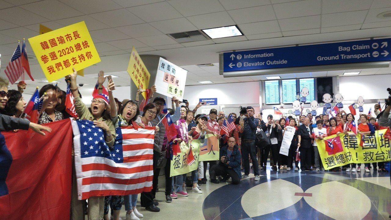 美西時間12日下午4時許,高雄市長韓國瑜從美東城市波士頓抵達西岸城市洛杉磯。記者...