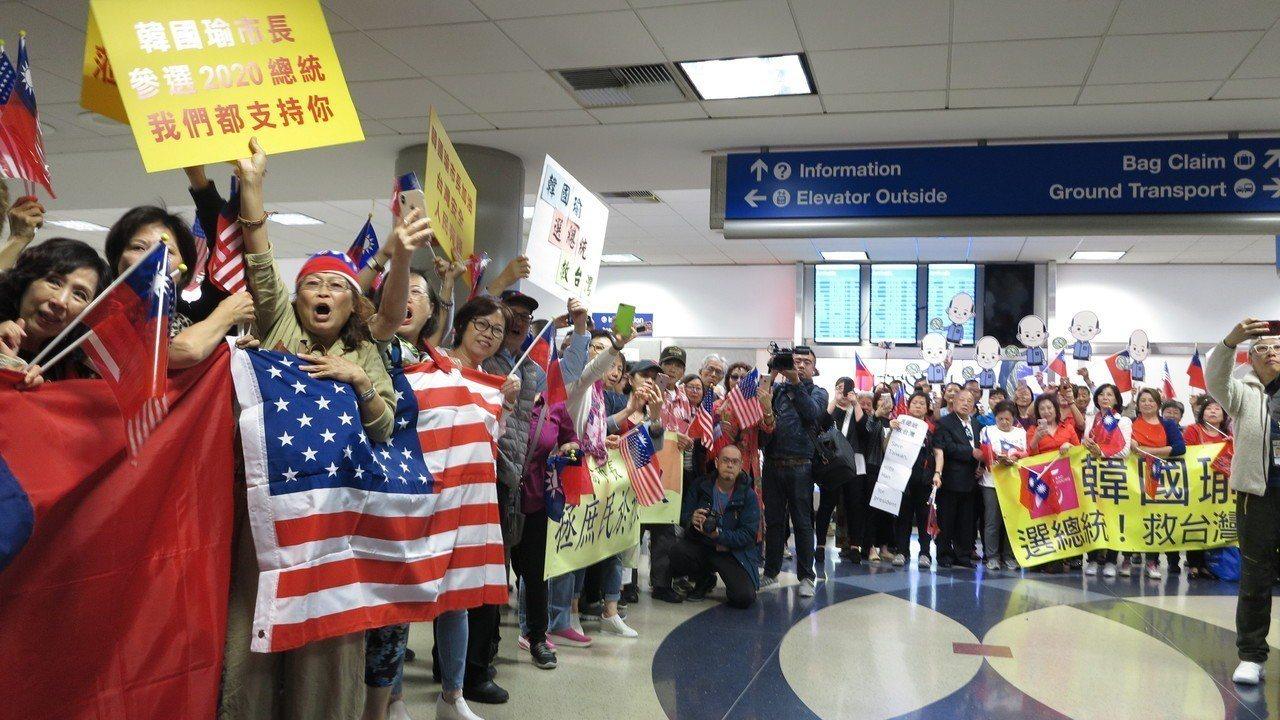 美西時間12日下午4時許,高雄市長韓國瑜從美東城市波士頓抵達西岸城市洛杉磯,約5...