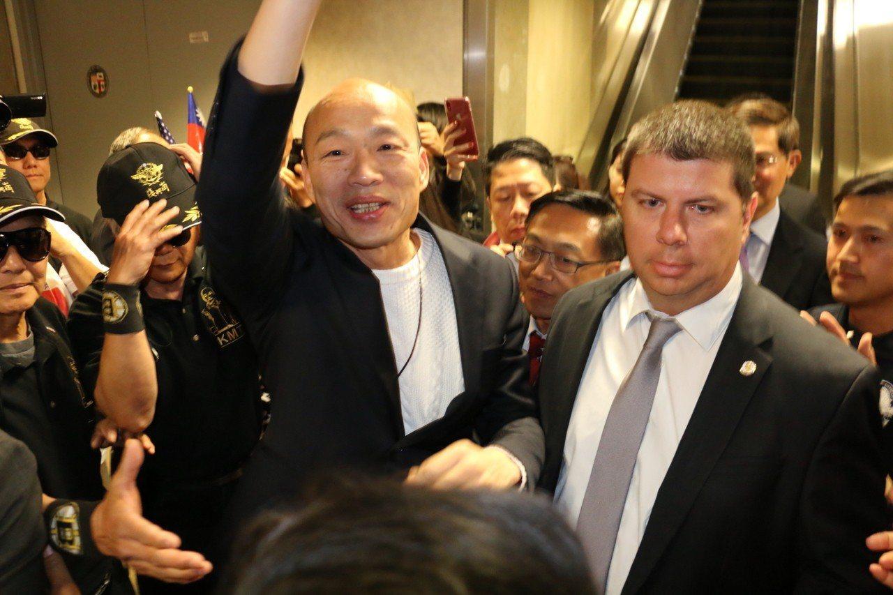美西時間12日下午4時許,高雄市長韓國瑜從美東城市波士頓抵達西岸城市洛杉磯,現場...