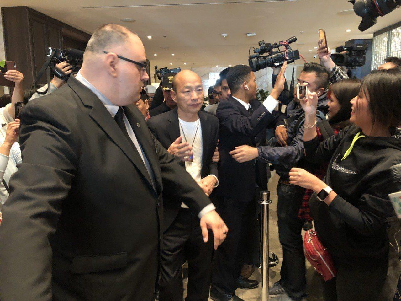 高雄市長韓國瑜訪美行程馬不停蹄,美西時間12日晚間6時許抵達下榻的洛杉磯喜來登飯...